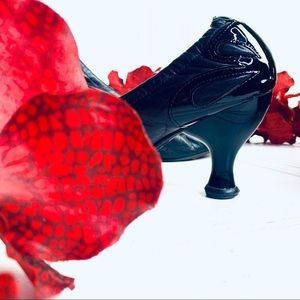 Fluevog black Leather Heel  w  Patent Leather